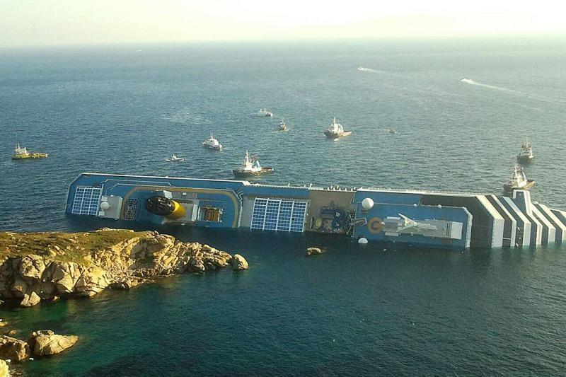 Italijoje sudužusiame kruiziniame laive dar tikimasi rasti gyvųjų