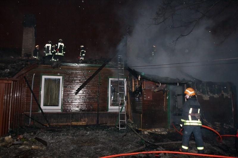 Vilniuje kilo didelis gaisras, gyventojai įtaria padegimą