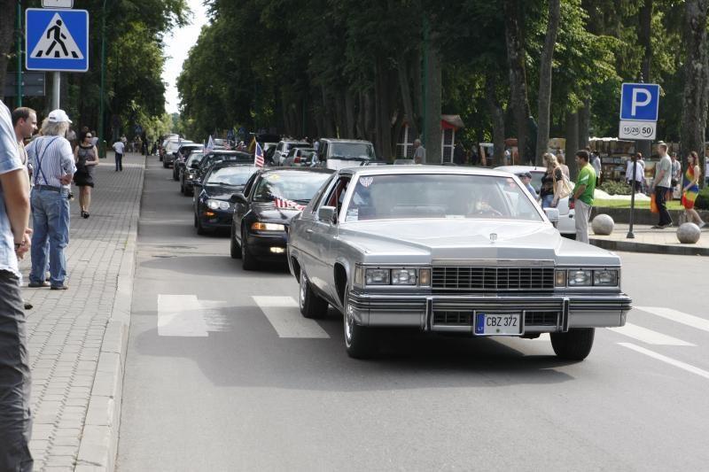 Palangos gatves papuošė įspūdingi automobiliai