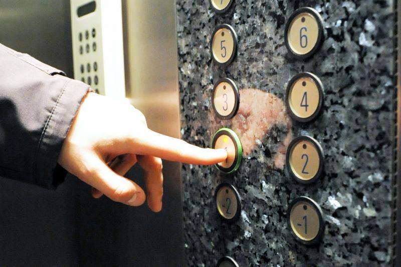 Palangoje liftas buvo įkalinęs penkis žmones