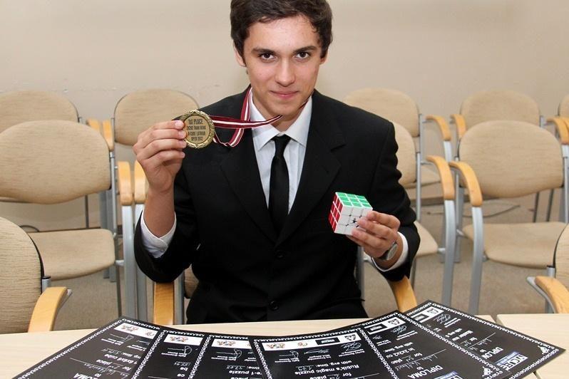 Kauno moksleivis Rubiko kubo varžybose susišlavė šešis apdovanojimus