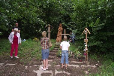 D.Kedžio kūno radimo vietoje pastatyta skulptūra