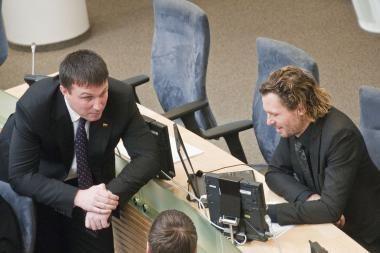 Seimas sutiko svarstyti klausimą dėl mandatų atėmimo iš dviejų parlamentarų
