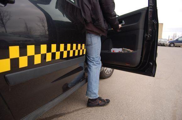 Vilniaus taksi firmos įtariamos mokesčių slėpimu (papildyta)