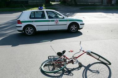 Girta dviratininkė pateko į avariją