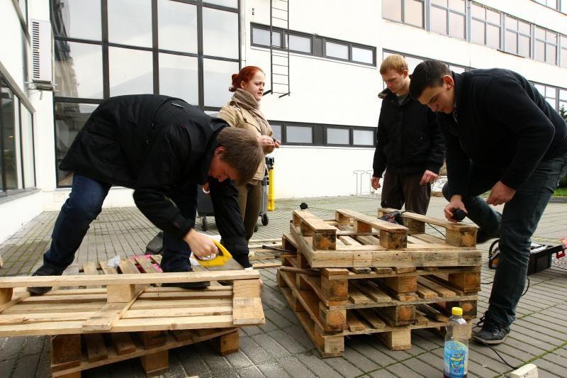 Laisvės alėjoje eglę papuoš studentų kurti žaisliukai iš atliekų