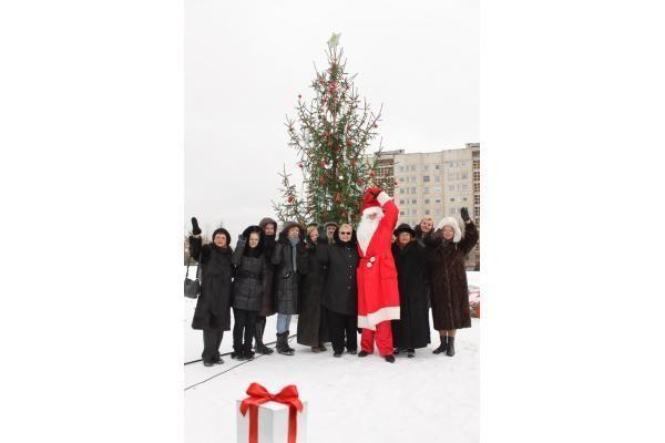 Kalėdų eglės įžiebtos devyniose Vilniaus seniūnijose