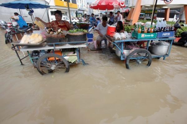 Tailande potvyniai nusinešė jau 94 žmonių gyvybes