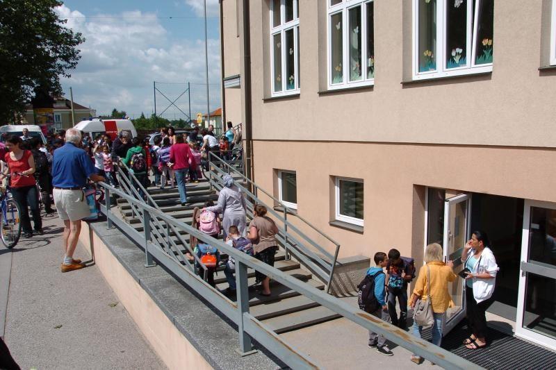 Austrijoje tėvas nušovė sūnų mokykloje ir nusišovė pats