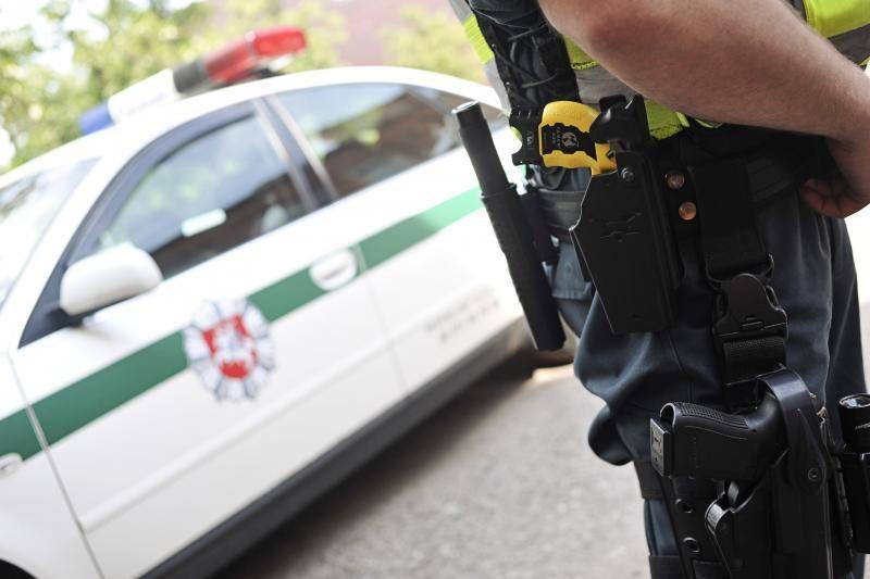 Kauno policininkas apkandžiojo ir apspardė savo kolegas