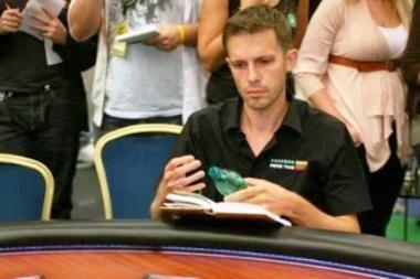 A.Tapinas skaitydamas knygą pokerio turnyre susižėrė 52 tūkst. eurų