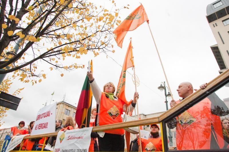 Prie Vyriausybės protestavo kelios dešimtys žmonių (atnaujinta)