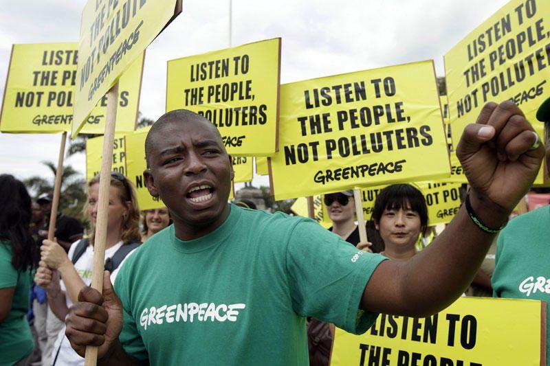 """""""Greenpeace"""" aktyvistai pateko į prancūzų atominę elektrinę"""