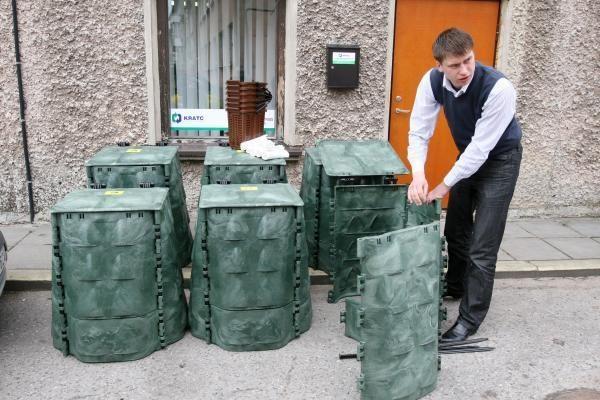 Klaipėdiečiams dalinami kompostavimo konteineriai