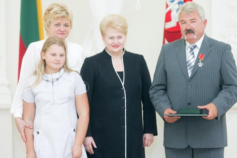 Prezidentė apdovanojo dar tris pasižymėjusius olimpiečius