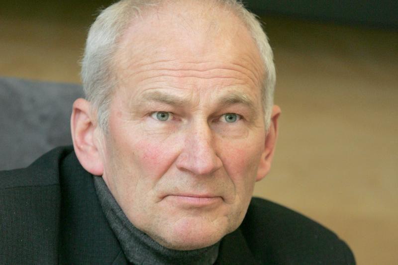 J.Varkala kunigystę keičia į politiką