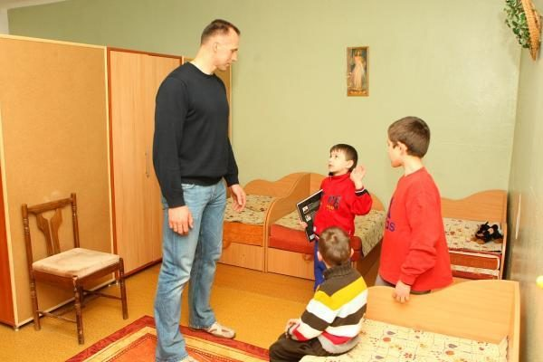L.Kleizos fondo atstovai apsilankė globos namuose