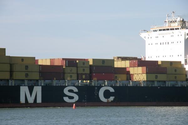Klaipėdoje - didžiausias uosto istorijoje konteinervežis (papildyta)