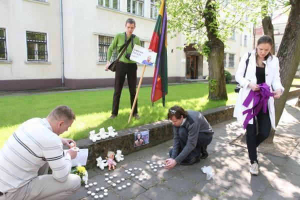 Kedžių ir Venckų šeimų rėmėjai – prie Klaipėdos prokuratūros