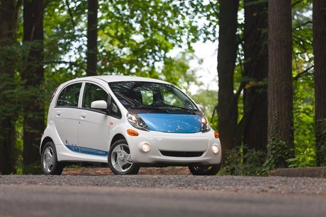 Top 10: ekonomiškiausi automobiliai 2012 metais