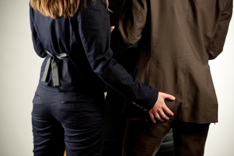 Ispanijoje erotines paslaugas siūlę vyrai liko prie suskilusios geldos