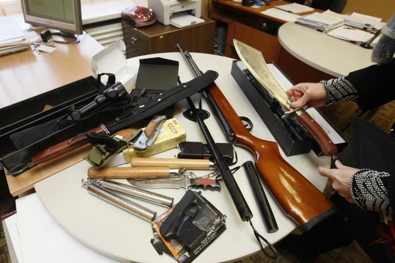 Klaipėdos turguje sulaikytas ginklais prekiavęs vyriškis (atnaujinta)