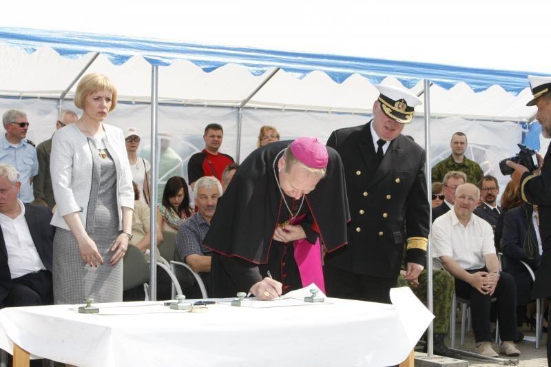 Uostamiestyje krikštynų ceremonija: moterys šventino laivus