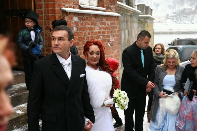 Ištekėjusiai Dž. Butkutei palinkėjo susilaukti 12 vaikų
