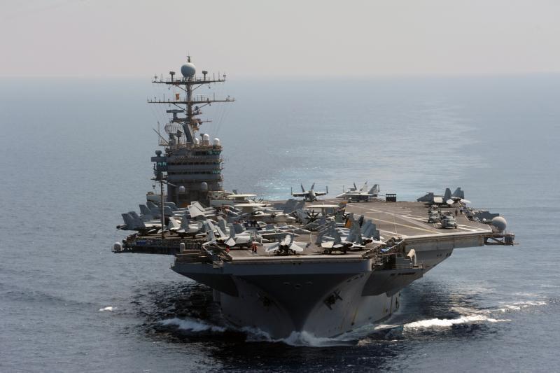 JAV lėktuvnešis perplaukė Ormūzo sąsiaurį be incidentų