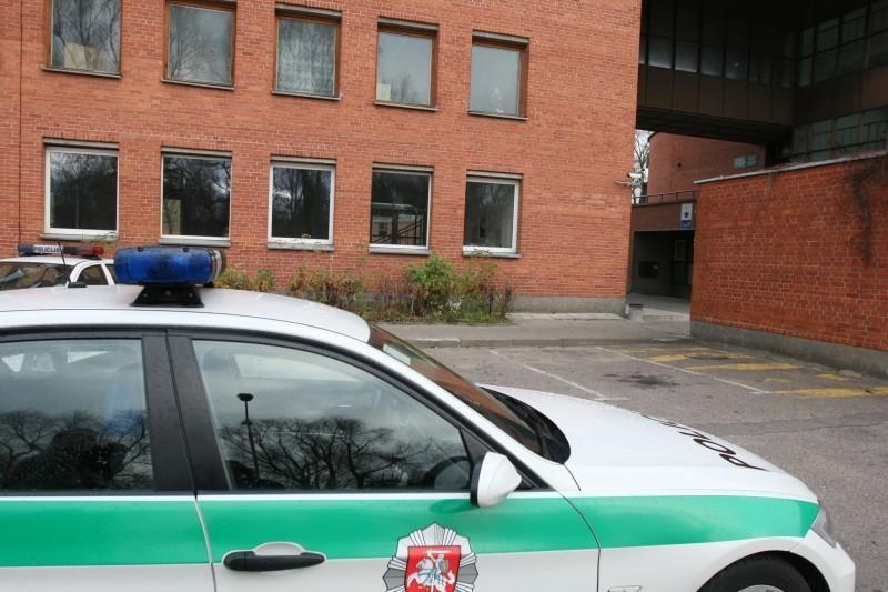 Naktį siautėjo neblaivus ginkluotas policininkas
