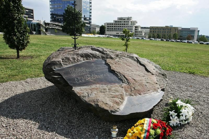 Lietuva mini parlamento gynėjo A.Sakalausko 21-ąsias žūties metines