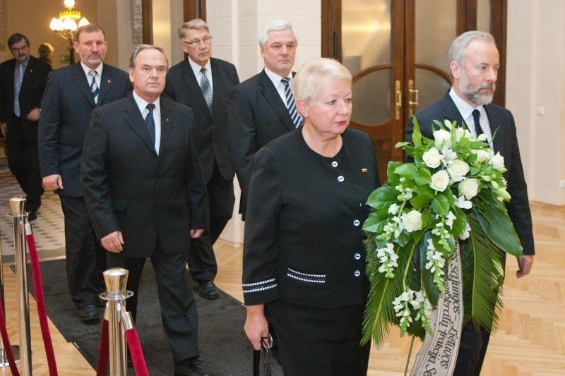 Su B.Lubiu atsisveikina politikai ir visuomenės veikėjai