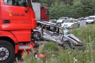 Keliuose žuvo 4 žmonės, iš jų 3 - nepilnamečiai