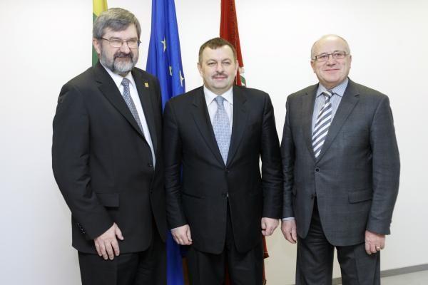 Lenkai teigia surinkę 30 balsų visos Vilniaus valdžios atstatydinimui (papildyta)