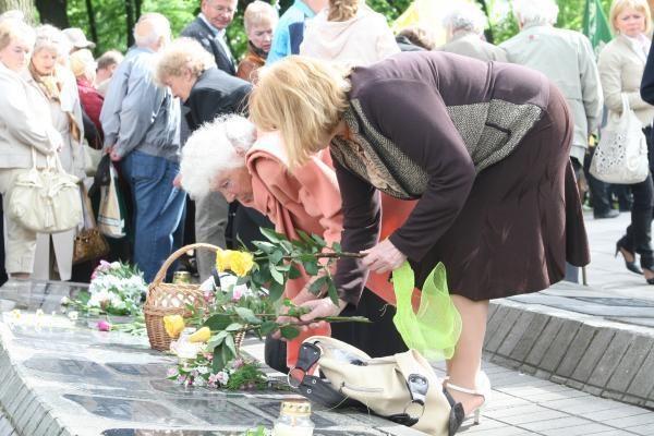 Vilties ir gedulo dieną Klaipėdoje priminė žilagalvių eisena