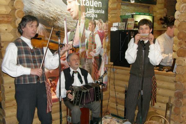 Paroda Berlyne: lietuviai pirkėjus vilioja alumi ir gyva muzika