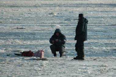 Sulaikyti ant Kuršių marių ledo be leidimų buvę žvejai