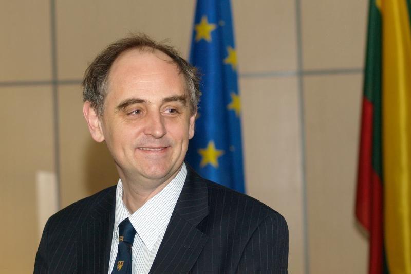 E.Lucasas: Lenkija ketina peržiūrėti Lenko kortos taisykles
