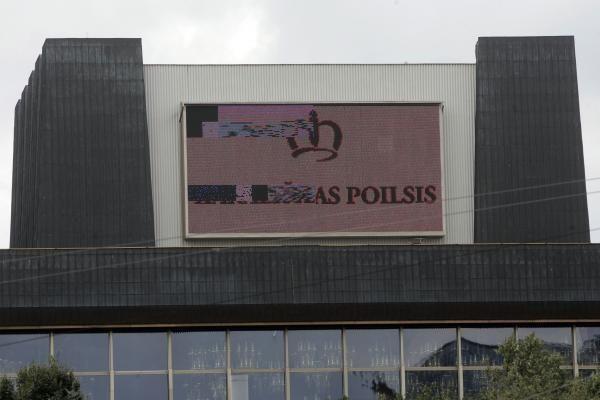 Vasaros karščiai sugadino didžiausią Vilniaus reklaminį ekraną