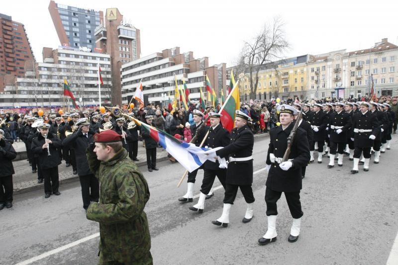 Uostamiestyje Vasario 16-oji – po partinėm vėliavom