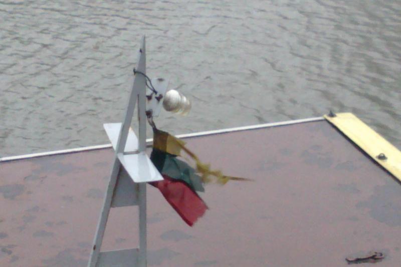 Ant pastatų Klaipėdoje kabėjo ir apverstos vėliavos