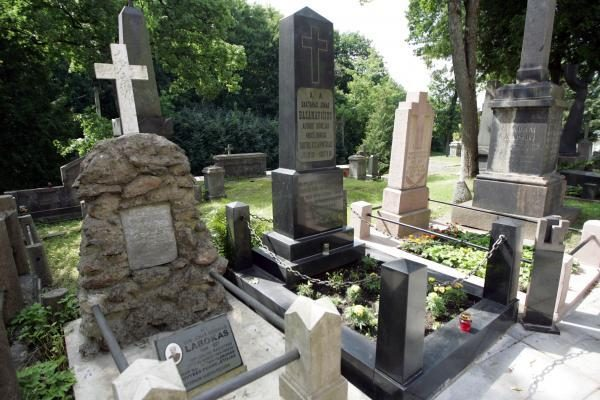 Vilniaus kapinės ruošiamos Vėlinėms