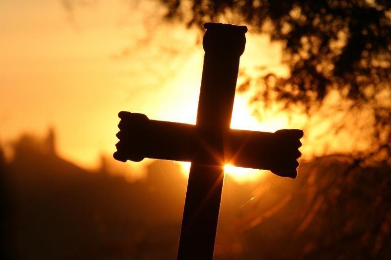 Prie kapinių jaunuolis katalikus gąsdino pragaru