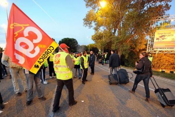 Prancūziją apėmę streikai ekonomikai kasdien kainuoja 200-400 mln. eurų