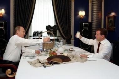 D.Medvedevas ir V.Putinas paragavo lietuviškos duonos (papildyta)