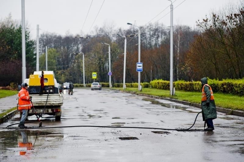 Ašigalio gatvė bus asfaltuojama lyjant?