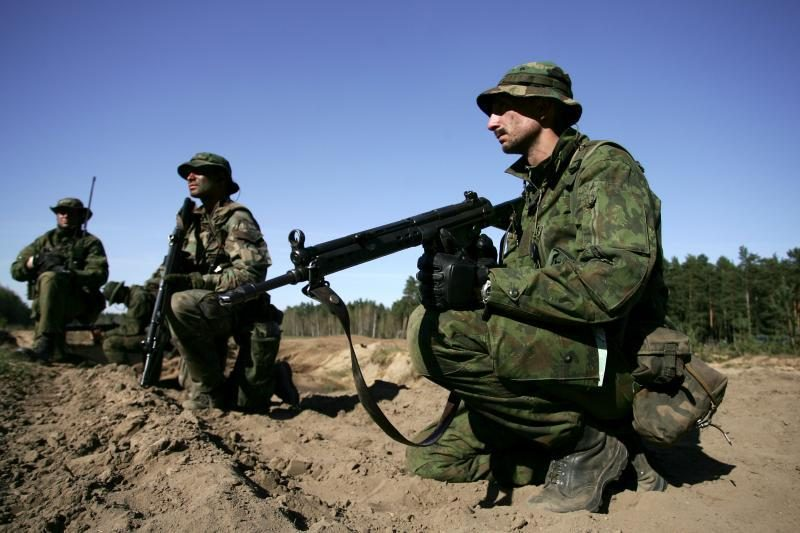 Kariuomenė siūlo per 100 laisvų darbo vietų kariams
