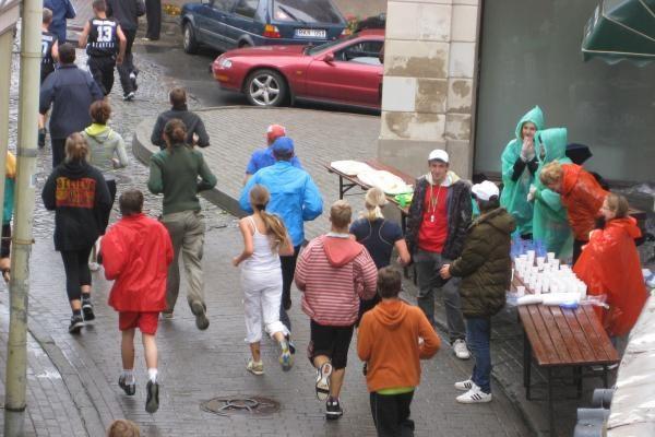 Bėgikai nepabūgo lietaus