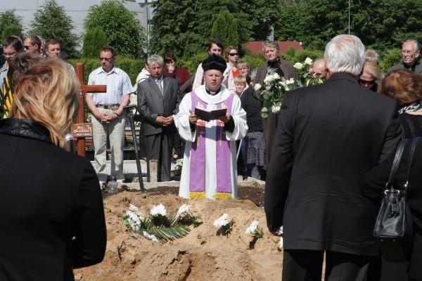 A.Ūsas palaidotas Zapyškio kapinėse, netoli Kauno (papildyta)