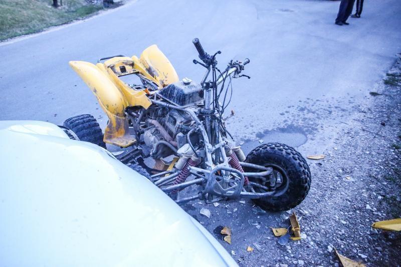 Keturračio ir automobilio avarija: sužaloti du žmonės
